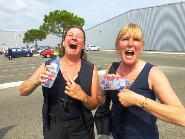 Sharron & Kirsty cool down in 34 degree heat!