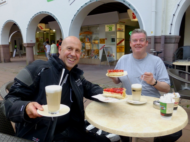 Andy G & Dave with coffee & cakes