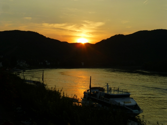 We arrive at Boppard where later there is a lovely sunset