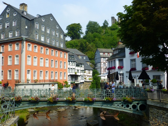 We stop at Monschau for coffee