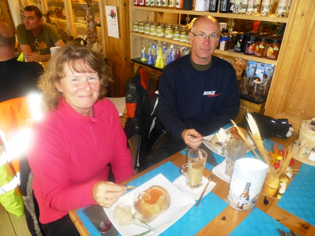 At lunch Jane & Andy enjoy soup in a bun!
