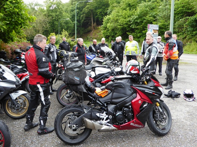 Always a morning briefing. Jen's new GSXS 1000F