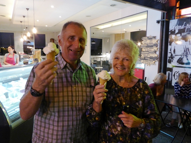 Kelvin & Jill with ice-creams