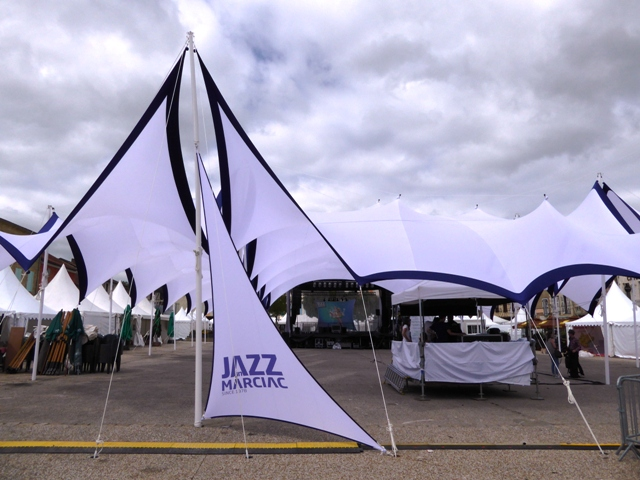 Preparations for a jazz concert