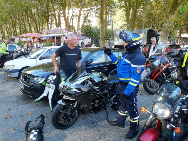 "Before leaving, Speedy Dave is ""cautioned"" by the Gendarme !!"