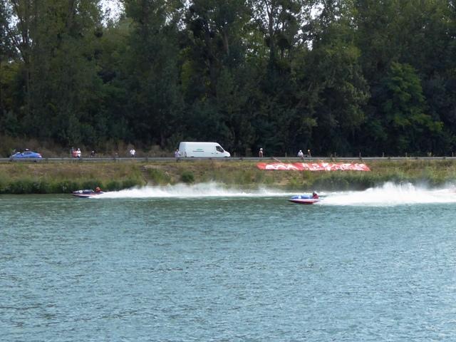 Watch the speedboat racing