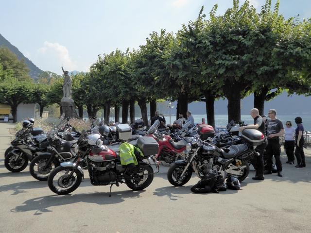 Avoiding Italian police we park on the pavement !!