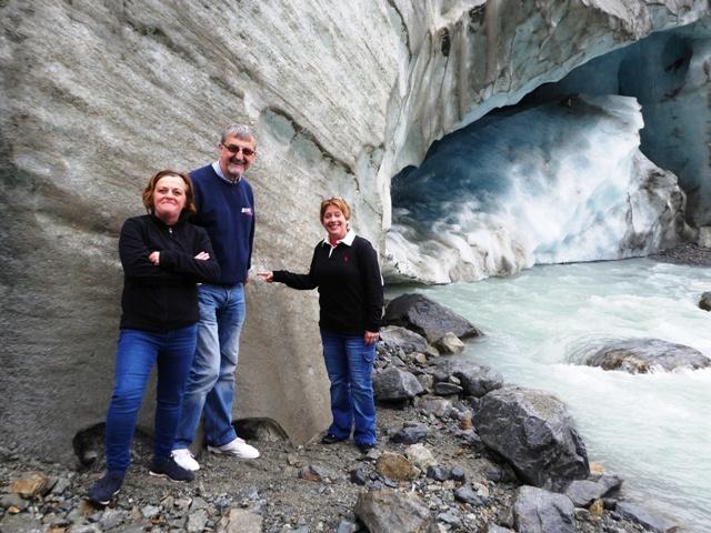 Anita, Steve, Wendy (& Jen) at the Glacier