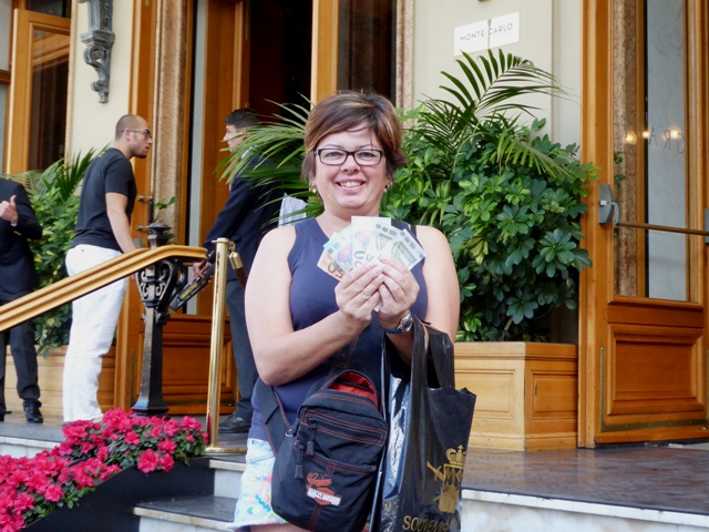 Vanessa wins 100 euros on the Roulette table