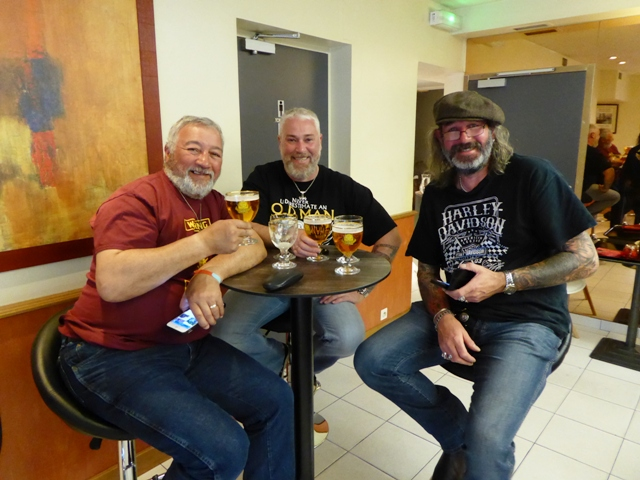 Boys with beards & beers !!