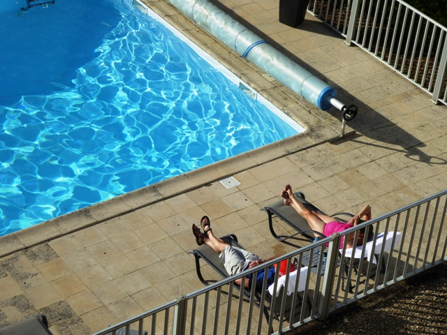Kieron & Sharron relax by the pool