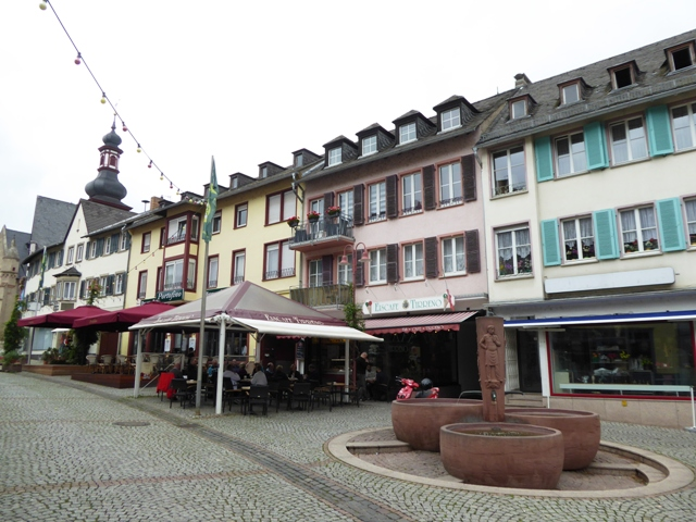 Explore the cobbles streets of Rudesheim