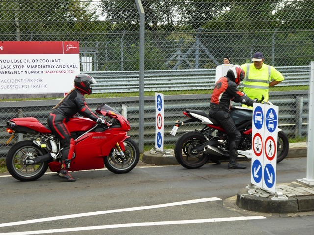 Sue on her Ducati 999