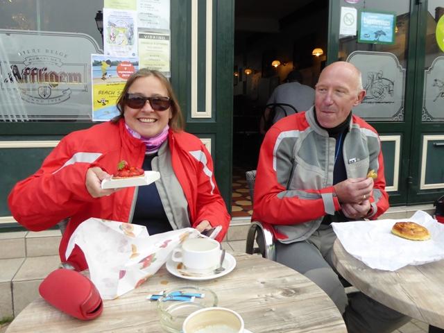 Sharron & Kieron enjoy cakes at coffee stop