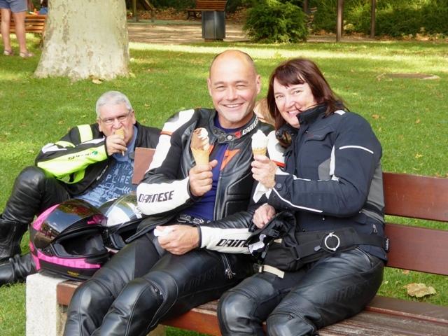 Ian & Heather with ice-creams