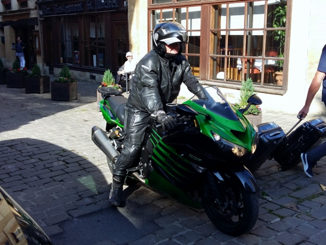 Steve K on his Kawasaki ZZR 1400