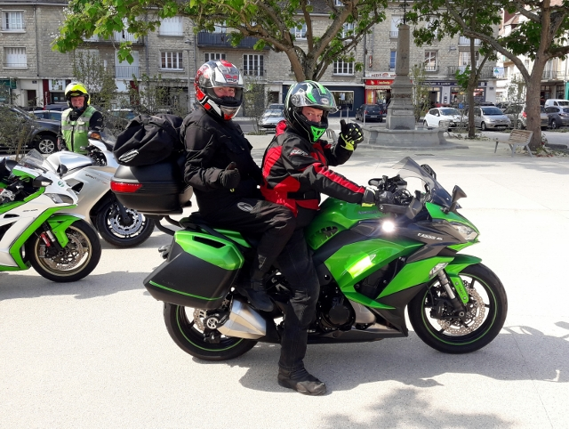 Richard & Alison on Kawasaki ZX10