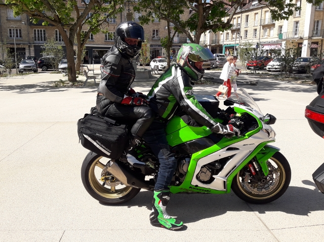 Richard & Alison on their Kawasaki ZX10