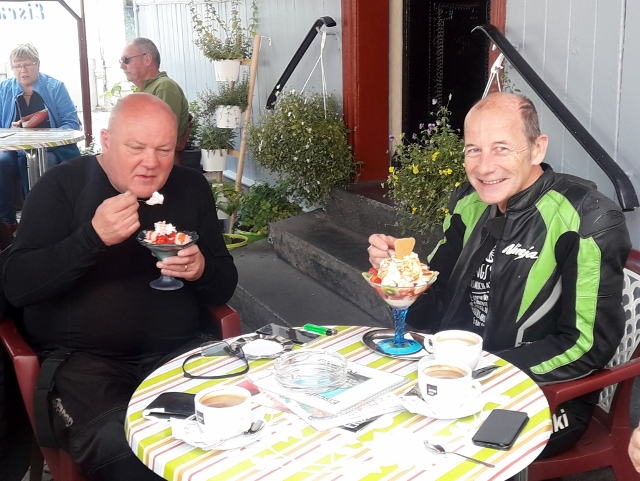 Pete & Keith enjoy ice-creams