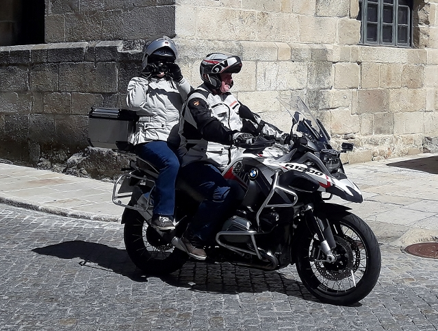 Rod & Jackie on their BMW R1200 GSA