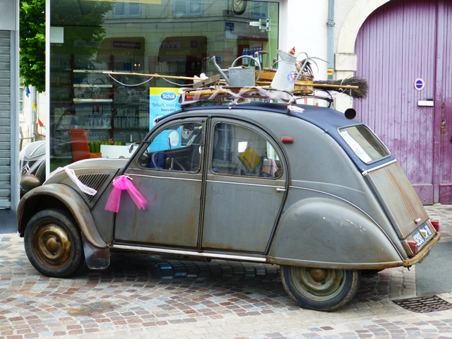 But also the perfect wedding car !