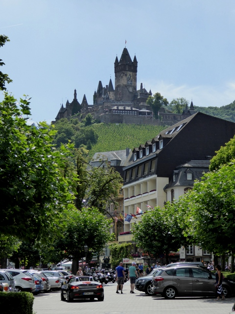After a late start lunch is at Cochem