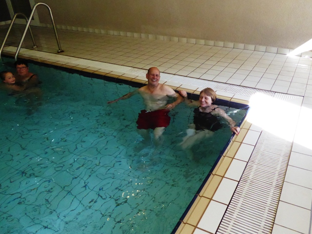 Dave & Mo in the hotel pool