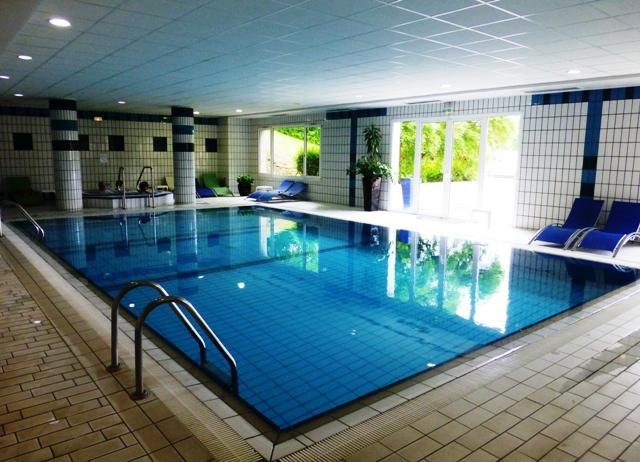 An indoor pool, jacuzzi & sauna, Jen, Kieron & Sharron enjoy a dip before dinner