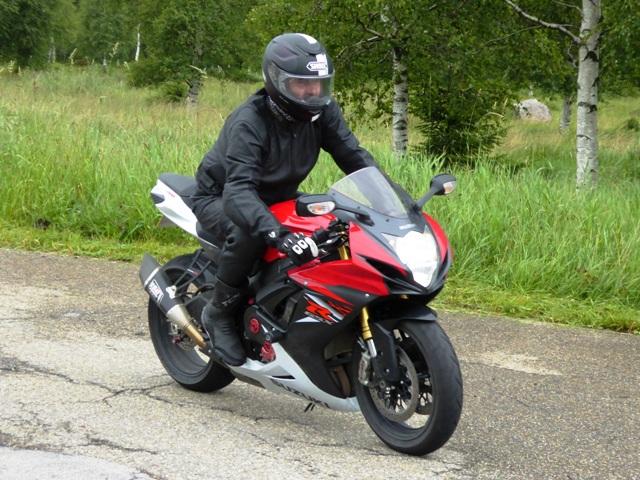 Garry rides Jo's GSXR 750