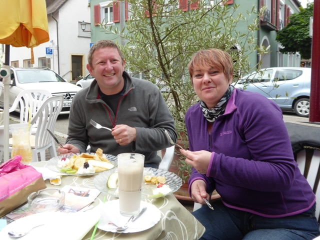 Mark & Jenny order crepes