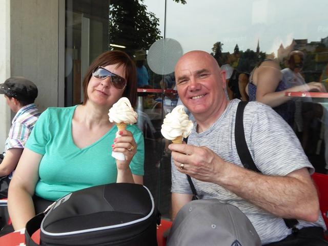 Sarah & Darryl love their ice-creams!