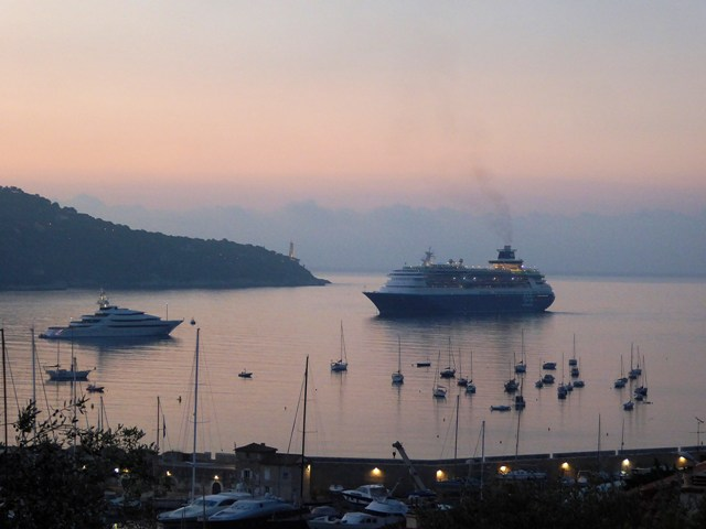 A cruise liner arrives